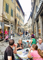 Shops and cafes along via Nazionale