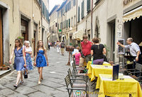 Tourist and restaurants on via Nazionale