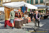 There are many ways to get around Piazza Santo Spirito