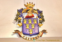The Peruzzi family crest