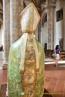 Pienza Duomo: The front and back of Pius II's robe has interesting images