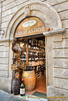 La Bottega dei Sapori Antichi where you can enjoy cheese and cold meats