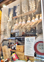 La Bottega dei Sapori Antichi has panini and typical Sienese food