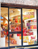 I Ponti, a leather shop on via di Città