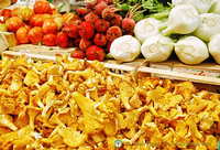 Chanterelle mushrooms and other vegetables