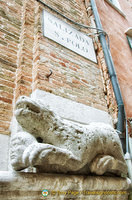 Lion bearing a human head above the entrance of Chiesa San Polo