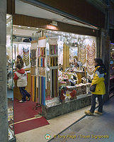 Murano glass jewelry shop in San Polo