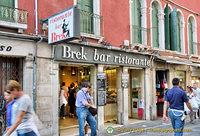 Brek Ristorante at 124 Lista de Spagna, just a stone's throw from the Santa Lucia train station
