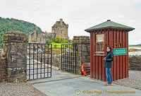 Me at the Eilean Castle gate