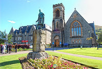Statue of Donald Cameron Of Lochiel in front of the Church of Scotland