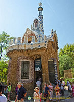 This main entrance pavilion is the Parc Güell  shop