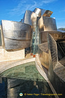Guggenheim Bilbao: 60 tons of titanium were used for the building
