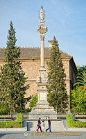 Hospital Real de Granada: Column of the Triumph of the Inmaculate Virgin, by Alonso de Mena (17th century)