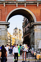 Through the arch is the Colegiata de San Isidro