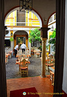 Restaurante La Cueva in the Barrio de Santa Cruz