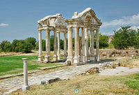 The Tetrapylon is made up of four rows of Corinthian columns