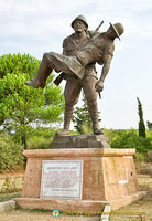 Mehmetçik Memorial shows a Turkish soldier carrying an Australian soldier to his trench.