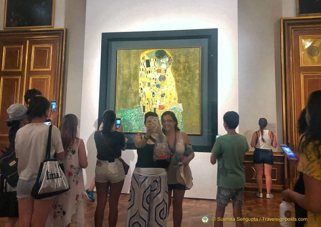"Clicking pictures with ""The Kiss"" by Gustav Klimt at the Upper Belvedere."