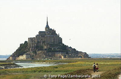 Extremely strong tides in the Baie du Mont-St-Michel act as a natural defence [Mont-St-Michel - France]