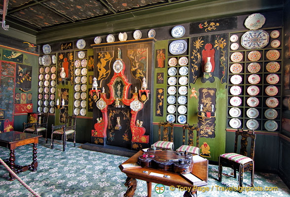 The Chinese Drawing Room replicates Hauteville Fairy, Juliette Drouet's home on Guernsey which Victor Hugo designed.