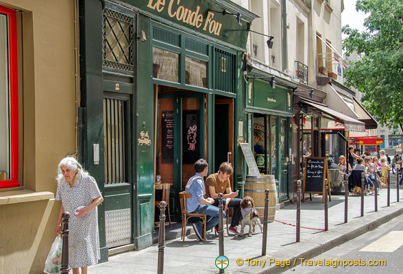 Le Coude Fou, a small French bistrot on rue du Bourg Tibourg
