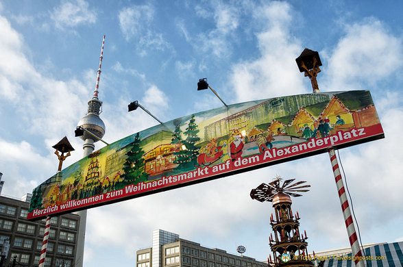 Alexanderplatz Christmas Market welcome banner