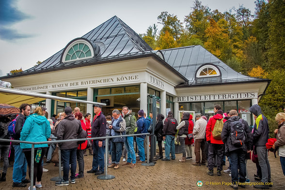 Huge crowd at the Hohenschwangau Ticket Centre