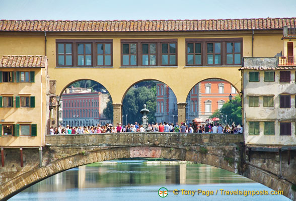 Ponte Vecchio has three segmental arches