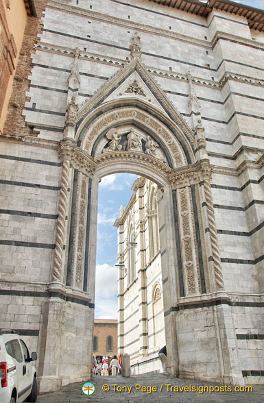 Gateway to Siena Cattedrale