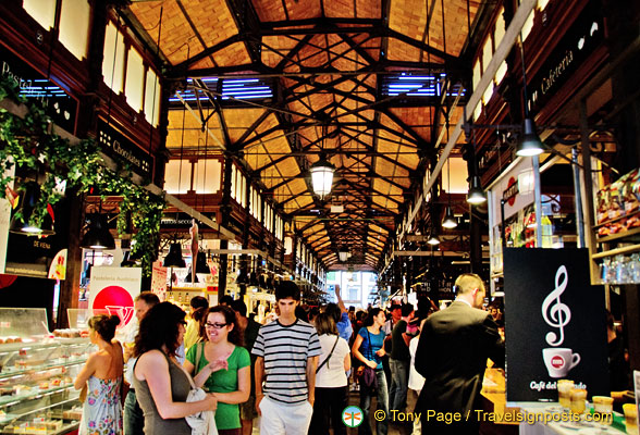 You'll find people, tapas and a nice atmostphere at the Mercado San Miguel