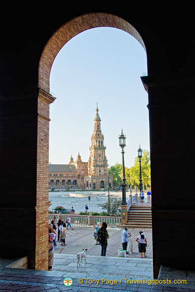 A view of the look-alike Giralda tower