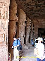 The colossi on the southern pillars wear the Upper Egypt crown,