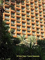 The hotel is 20 storeys high and has some 1200 rooms.