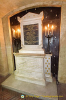 Close-up of marble cenotaph with dedication to Marie Antoinette