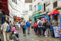 A busy rue Norvins
