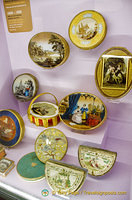History of chocolate tins