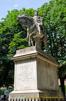 Equestrian statue of Louis XIII