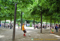 All kinds of activities at the Place des Vosges