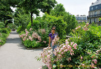 Enjoying the beautiful blooms along the Promenade Plantée