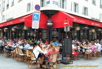 A very busy Café Central at 40 rue Cler