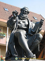 Statue of Hans Sachs (H)