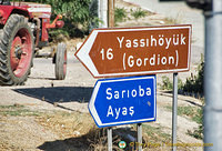 Signpost to Yassihöyük the nearest village to the Gordion site