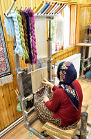 Handweaving silk carpets